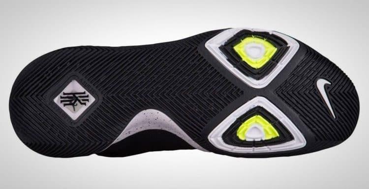 Nike Kyrie 3 Review - BestOutdoorBasketball 2c8fdd95c500